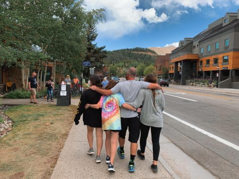 Maya Alatin (21') and sister Shira Alatin (23') spending time with family in Colorado.